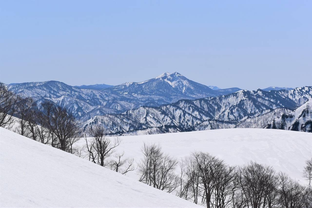 日向倉山から眺める燧ヶ岳