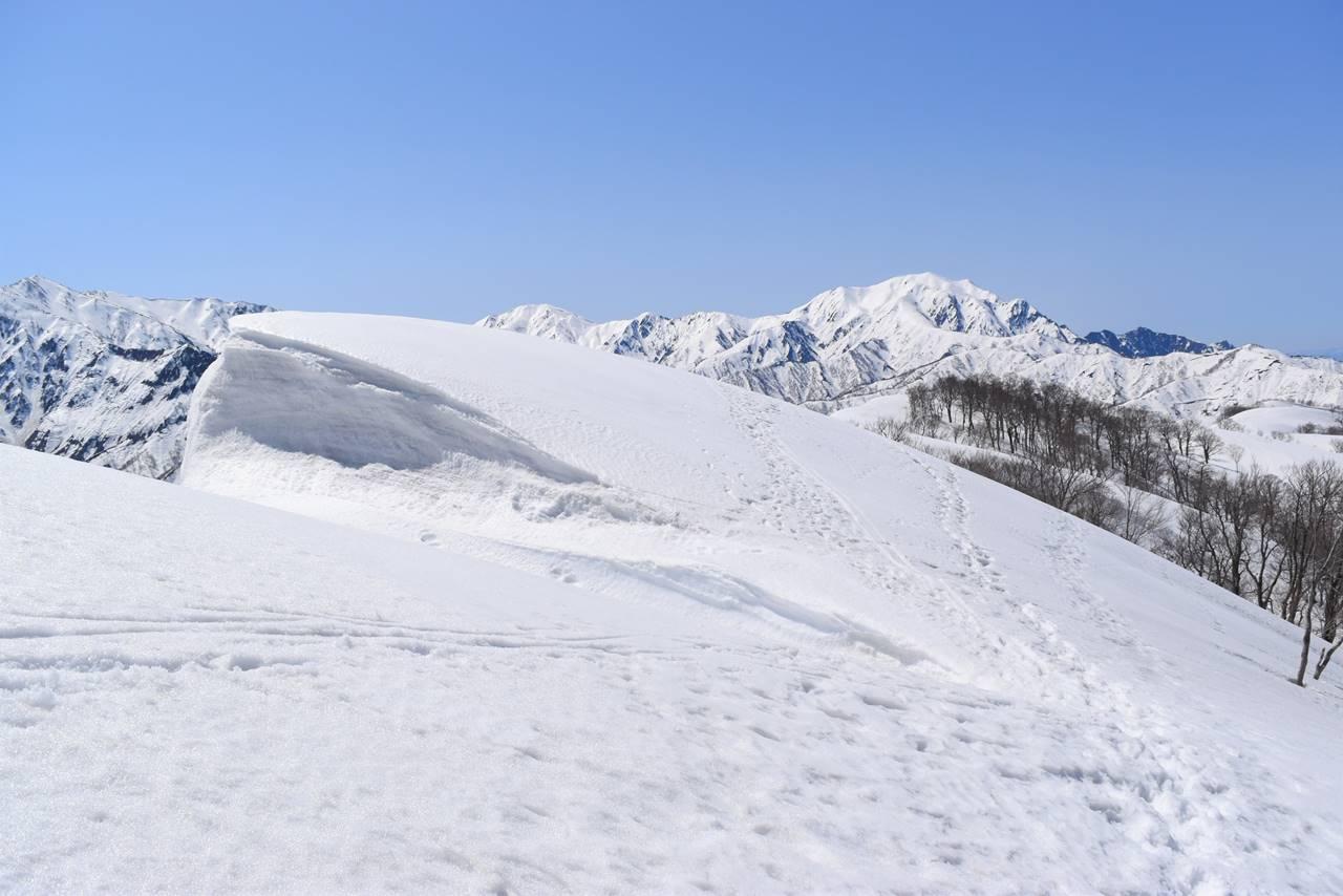 日向倉山の雪庇