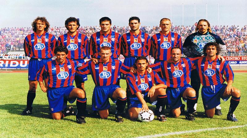 Una formazione del Catania 1997-98:in piedi da sinistra  Furlanetto, Cicchetti, Ricca, Costa, Rossi e Santarelli. Accosciati da sinistra Del Giudice,Tasca, Faieta, Brutto e Intrieri