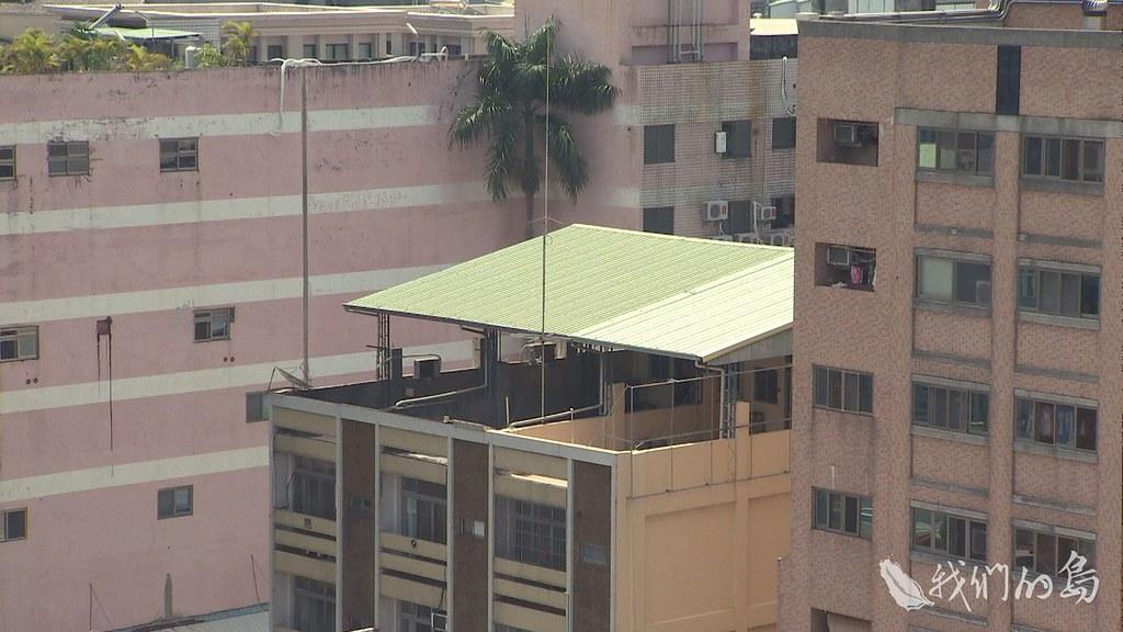 951-1-19s去年行政院推出「綠能屋頂全民參與」方案,希望找出一條路,讓屋頂違建能與光電共同利用。