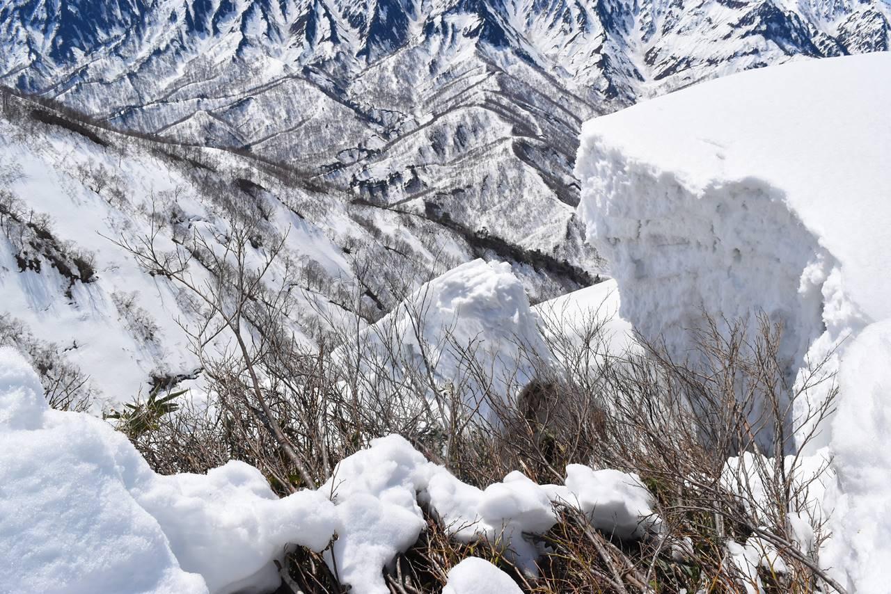 日向倉山 崩れた雪庇