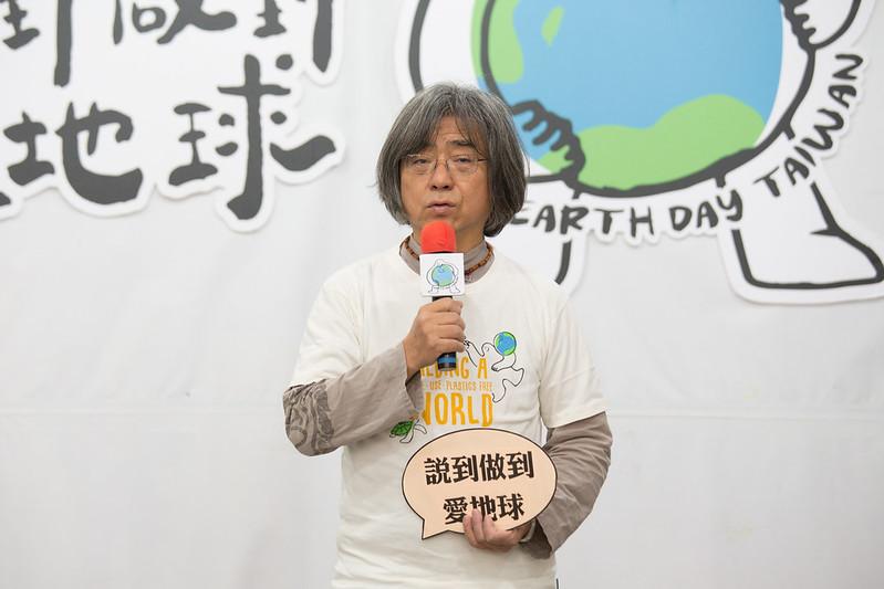 環境資訊協會常務理事陳建志呼籲要減塑就要身體力行