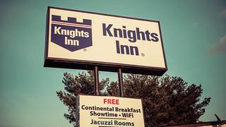 Knights Inn signage