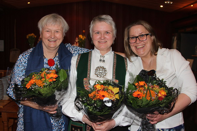 Oddny Miljeteig vart heidersmedlem i Noregs Mållag, Magni Øvrebotten fekk Målprisen 2018 og Olaug Nilssen fekk Nynorsk litteraturpris 2017. (Foto: Hallstein Dvergsdal)