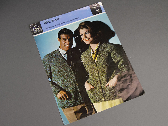 Patons 9182 Men's and Women's V-Neck Raglan Cardigans 60s Vintage Knitting Pattern Leaflet