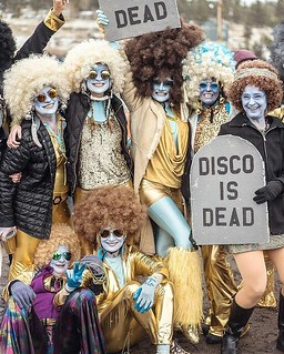 Disco was alive and well in the bus to #FrozenDeadGuyDays 2018 in Nederland, CO. You did well, #SolidColdDancers, we shall cheer for you again, as you brave ice and mud next year. Strong wig game. | by sebastien.barre