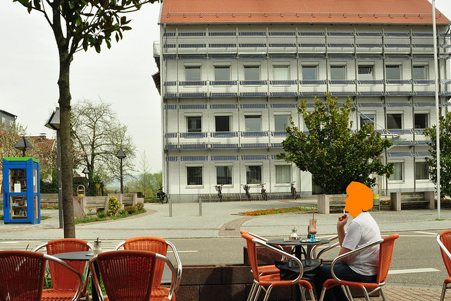 09.04.2018_Eiscafé Leone gegenüber des Rathauses in Edingen --- Foto: Brigitte Stolle