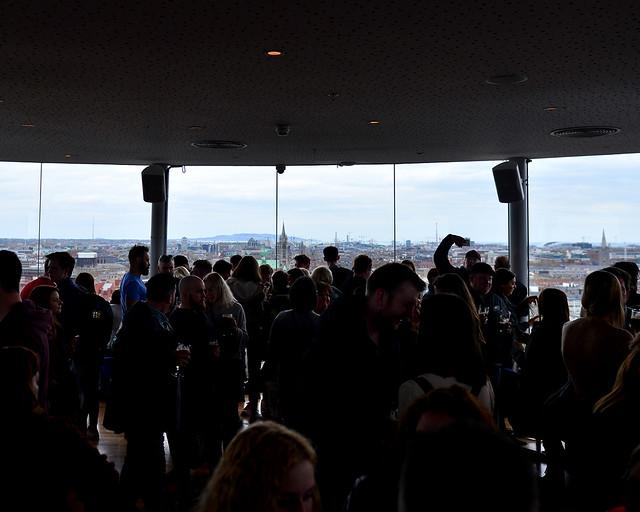 El famoso Gravity Bar de la Guinness Store House de Dublín