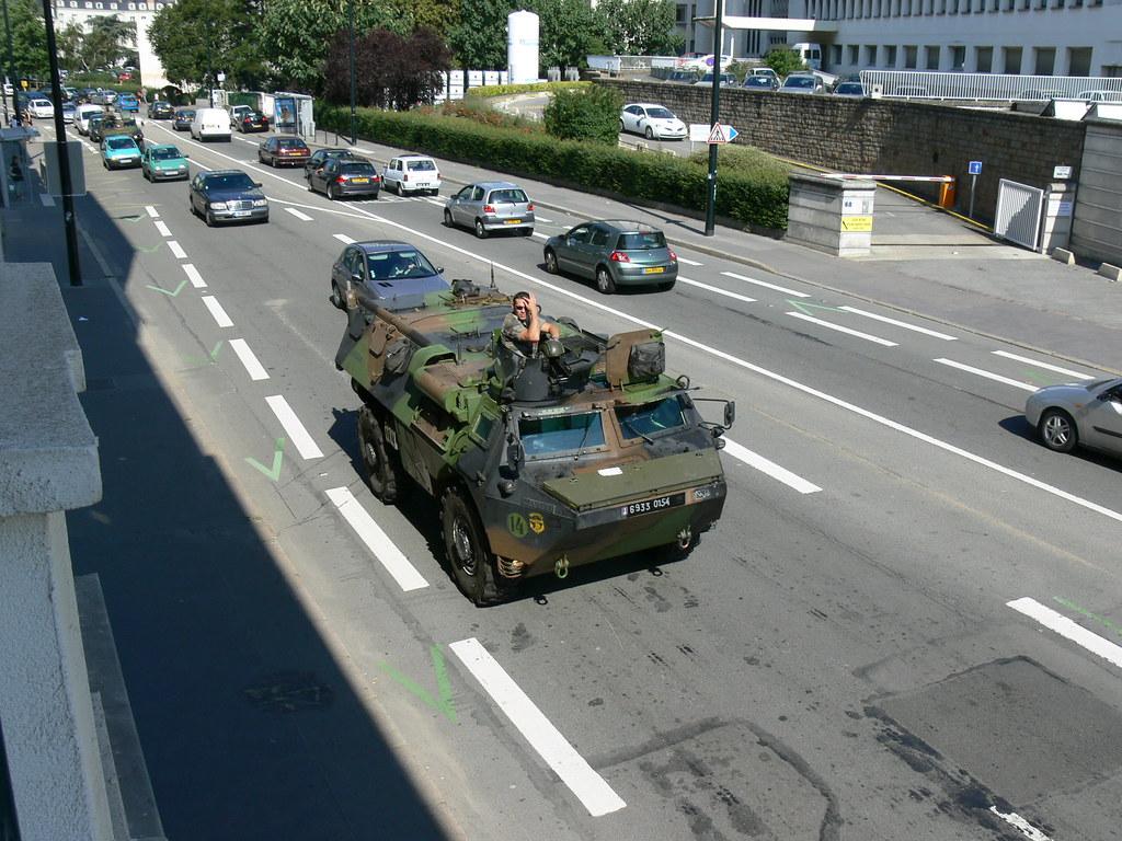 v a b military vehicule in the traffic jam fr les mil flickr. Black Bedroom Furniture Sets. Home Design Ideas