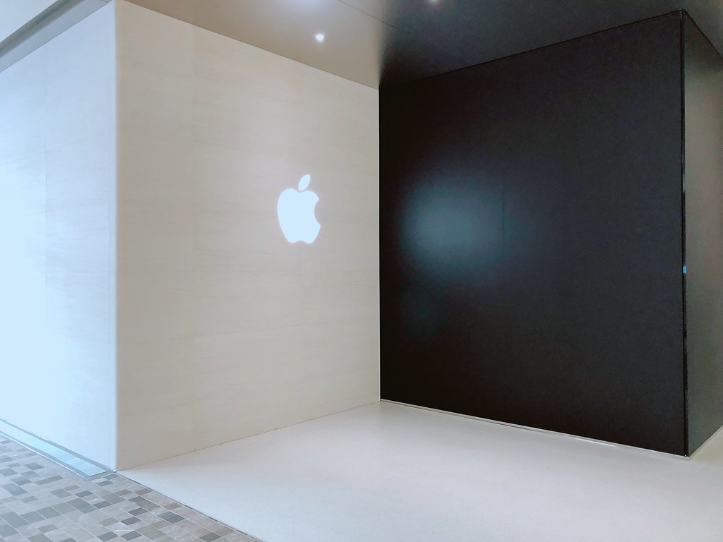 Apple新宿、新宿マルイ本館から