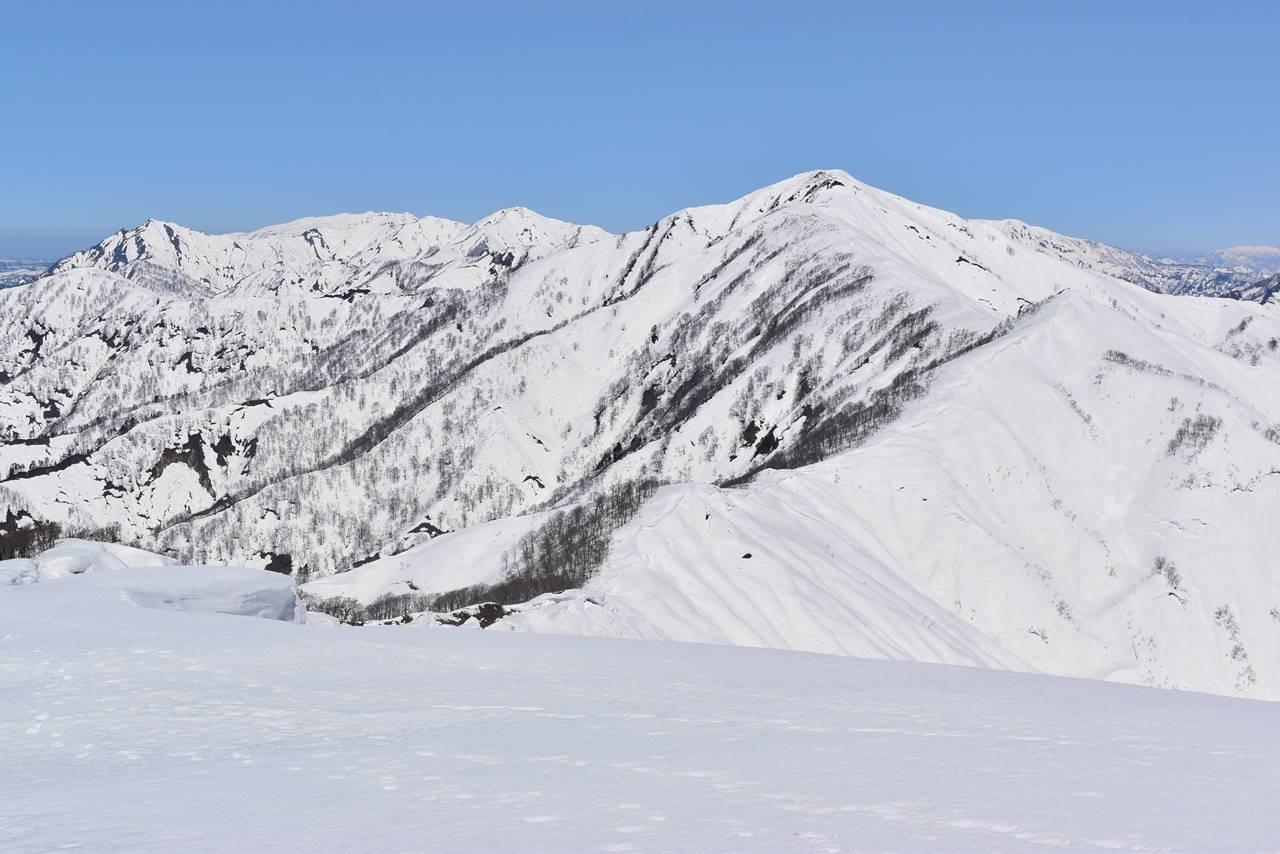 日向倉山から眺める未丈ヶ岳
