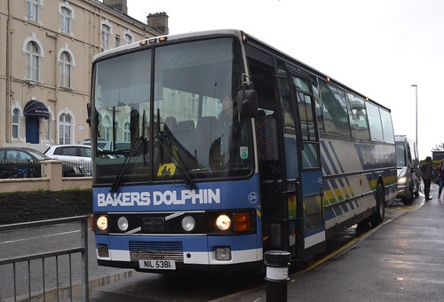 Bakers Dolphin NIL 5381 | Bakers Coaches NIL 5381 Volvo B10M… | Flickr