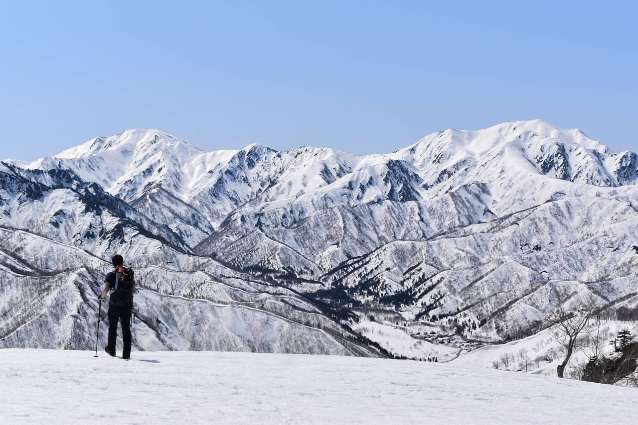 残雪の日向倉山登山 中ノ岳~越後駒ヶ岳の展望