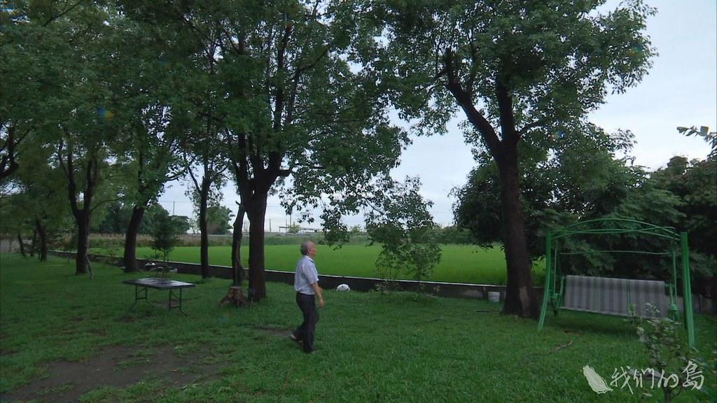 948-1-7長年推廣種植台灣原生樹種的鄉土詩人吳晟,近年來也開始將種樹這項工作,著眼各地的公墓。