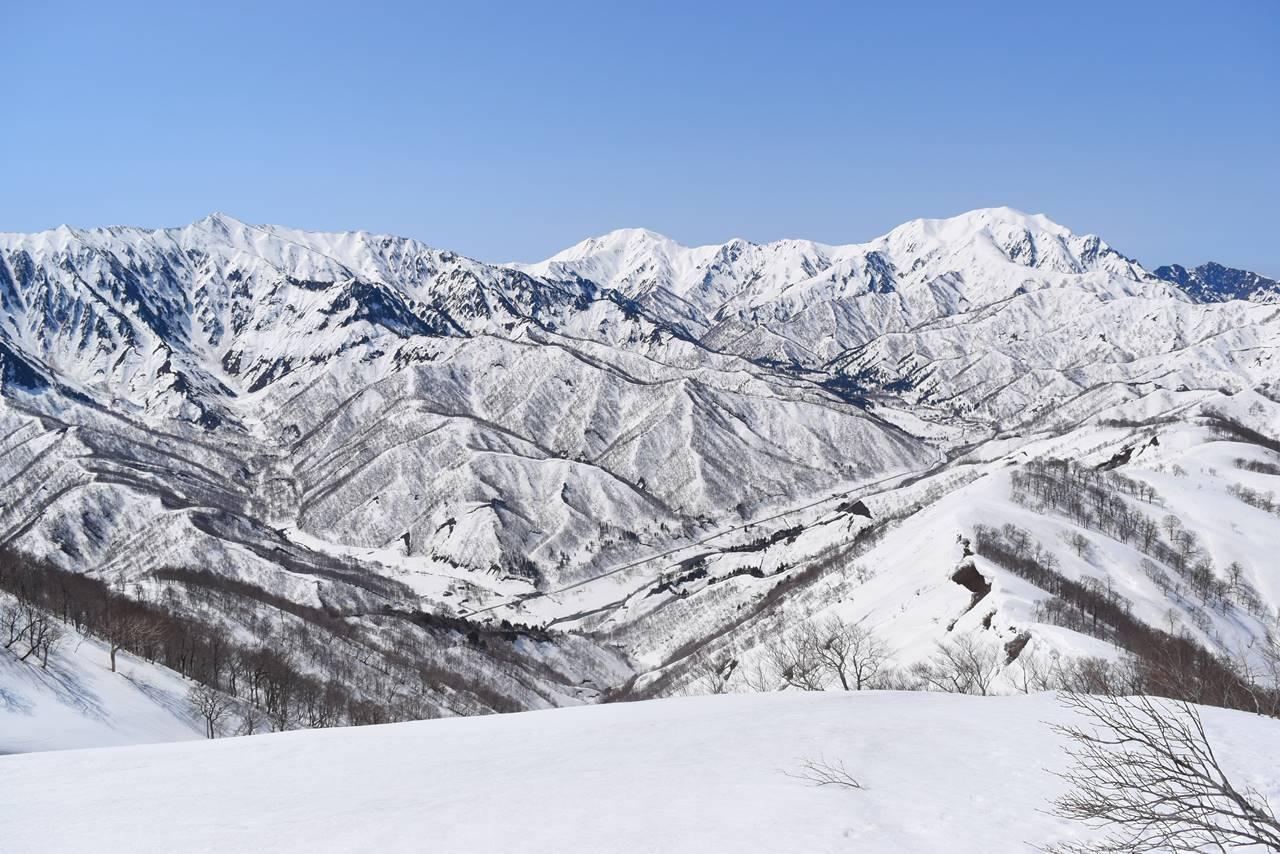日向倉山から眺める荒沢岳~中ノ岳~越後駒ヶ岳~八海山