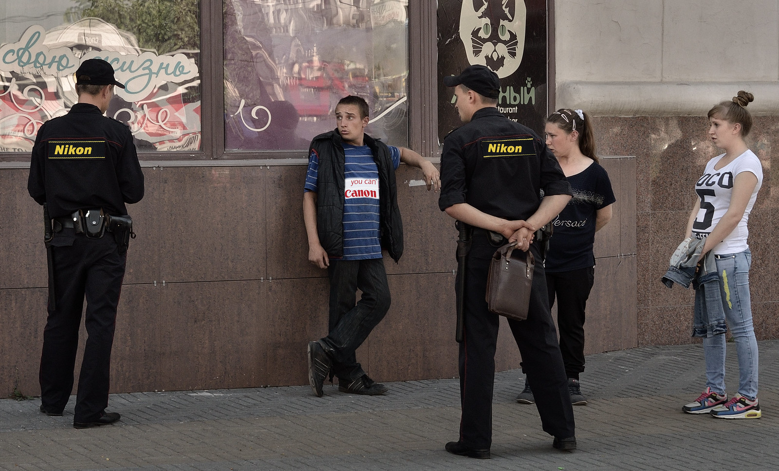 стрит фотограф Челябинск - canon vs nikon
