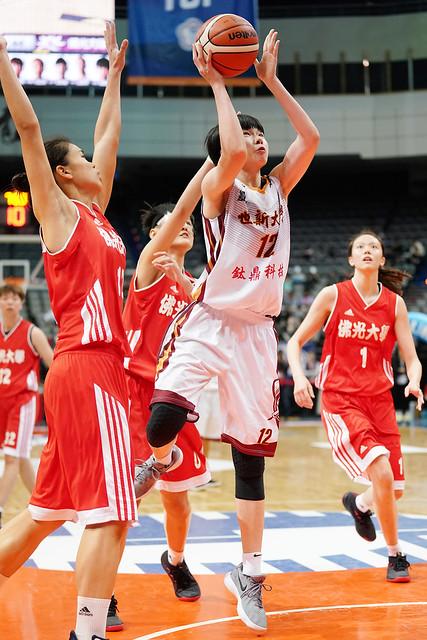 世新大學林蝶抓下個人大學生涯單場新高21籃板。(大專體總提供)
