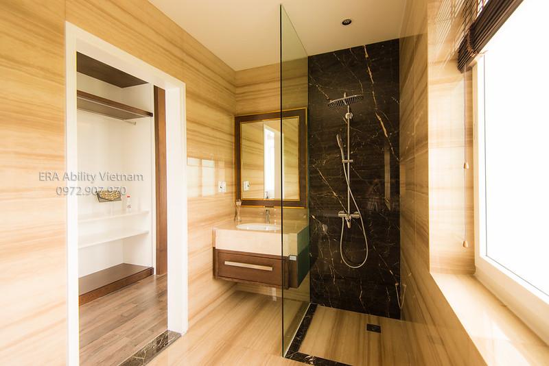 Phòng vệ sinh nhà mẫu biệt thự Villa Park