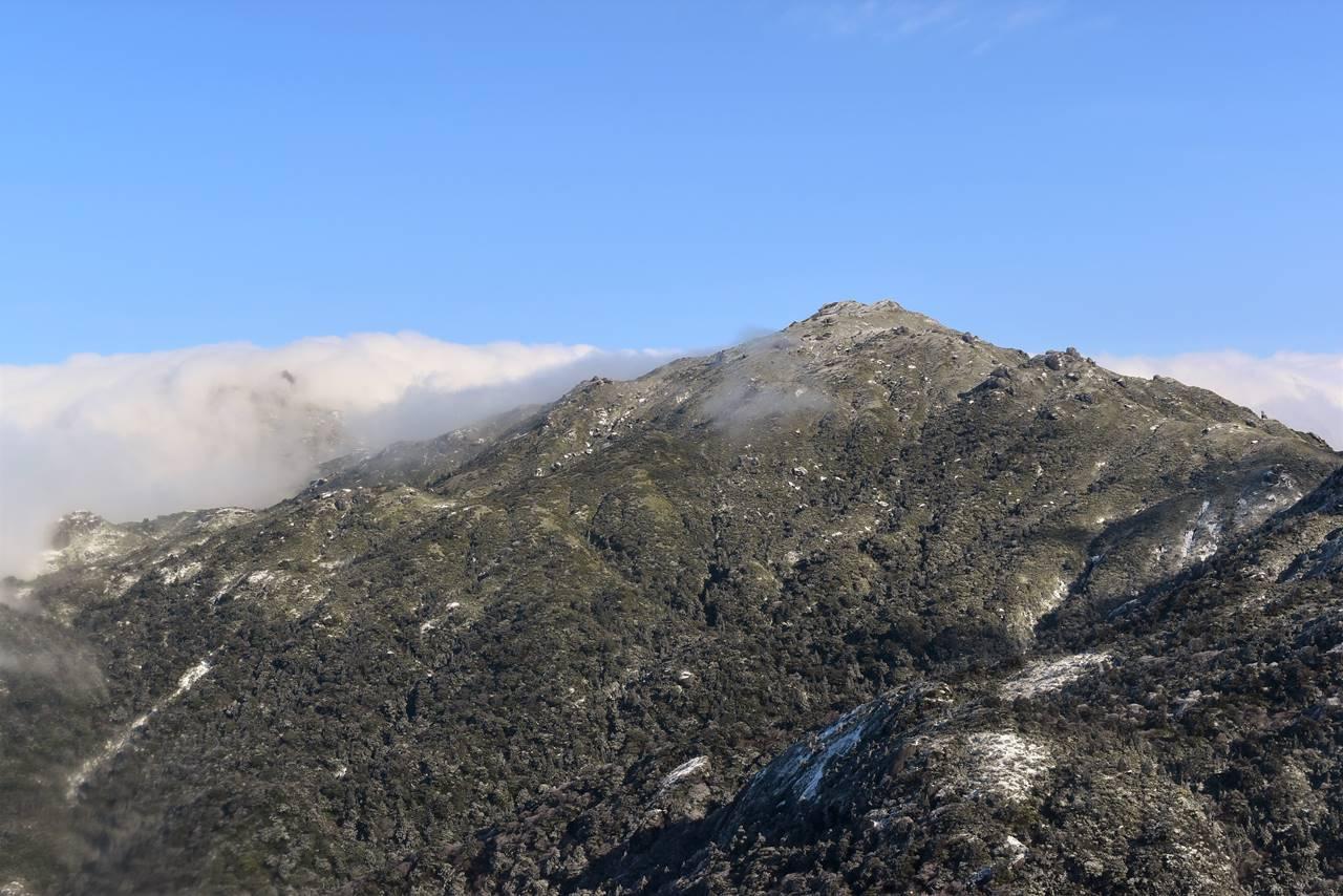 黒味岳山頂から眺める宮之浦岳