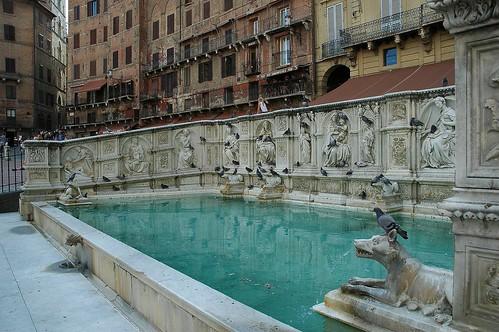 Fonte gaia il campo siena jan teekens flickr - Fontaine exterieure fonte ...