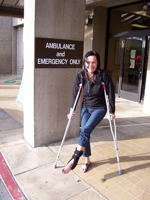 Sorry, crutch fetish sprain woman accept