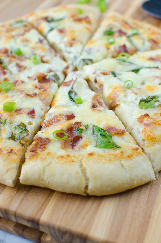 Bacon Alfredo Pizza - homemade pizza recipe with easy alfredo sauce, crispy bacon, spinach, and mozzarella!