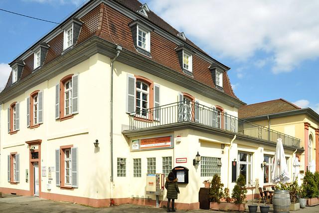 Kleine Schlösser rund um Mannheim - 1. Das Seckenheimer Schloss ... Foto: Brigitte Stolle