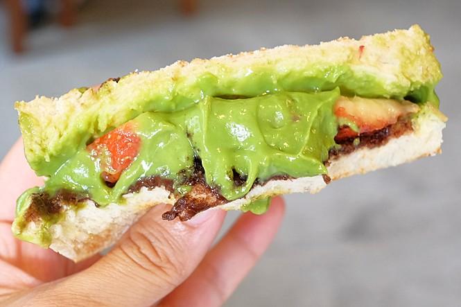 40239749304 d6efe6b7d8 b - 卯食堂 | 豐原早餐推薦 肉蛋吐司、麵線專賣,激推季節限定超美的抹茶草莓三明治,這個真的好好吃!