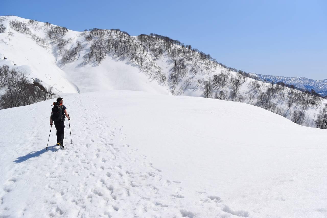 日向倉山の稜線(雪庇注意)