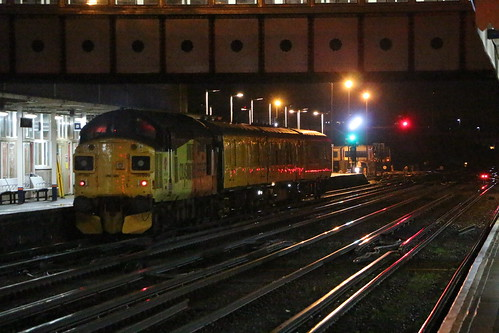37099 With 3qxx At Eastleigh 30 3 18 Colas Rail 37099