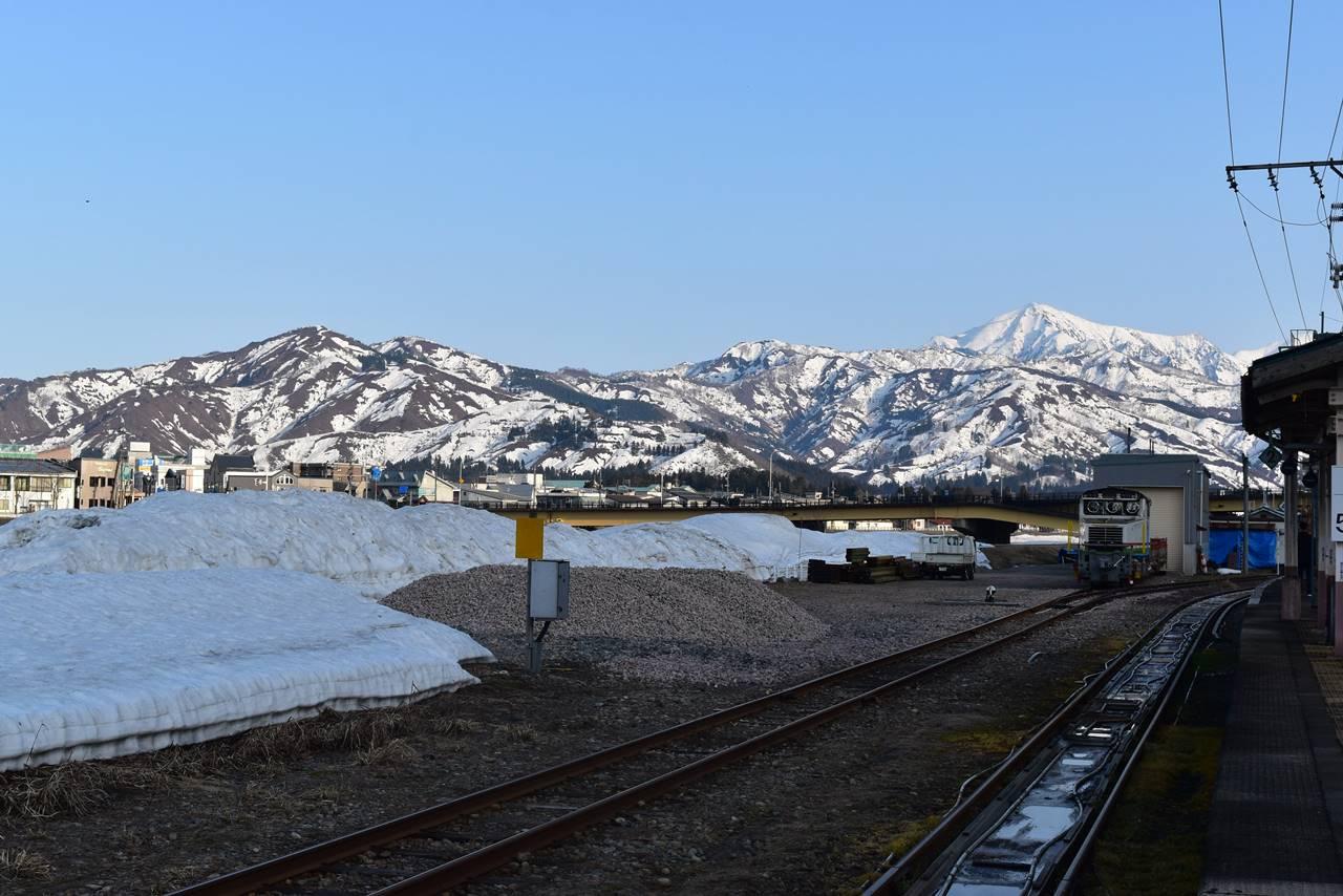JR小出駅プラットホームからの雪景色