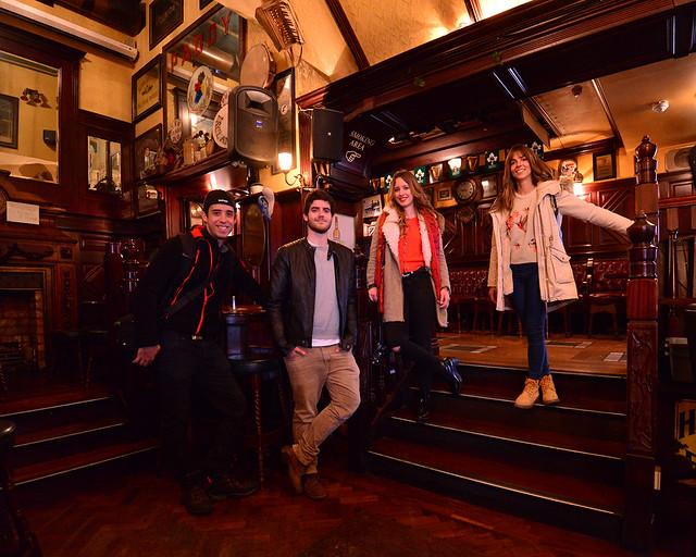 En el interior del Pub O'neills, un clásico de Dublín