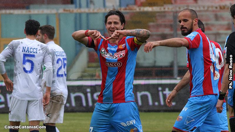 L'esultanza di Marco Biagianti dopo il gol alla Paganese