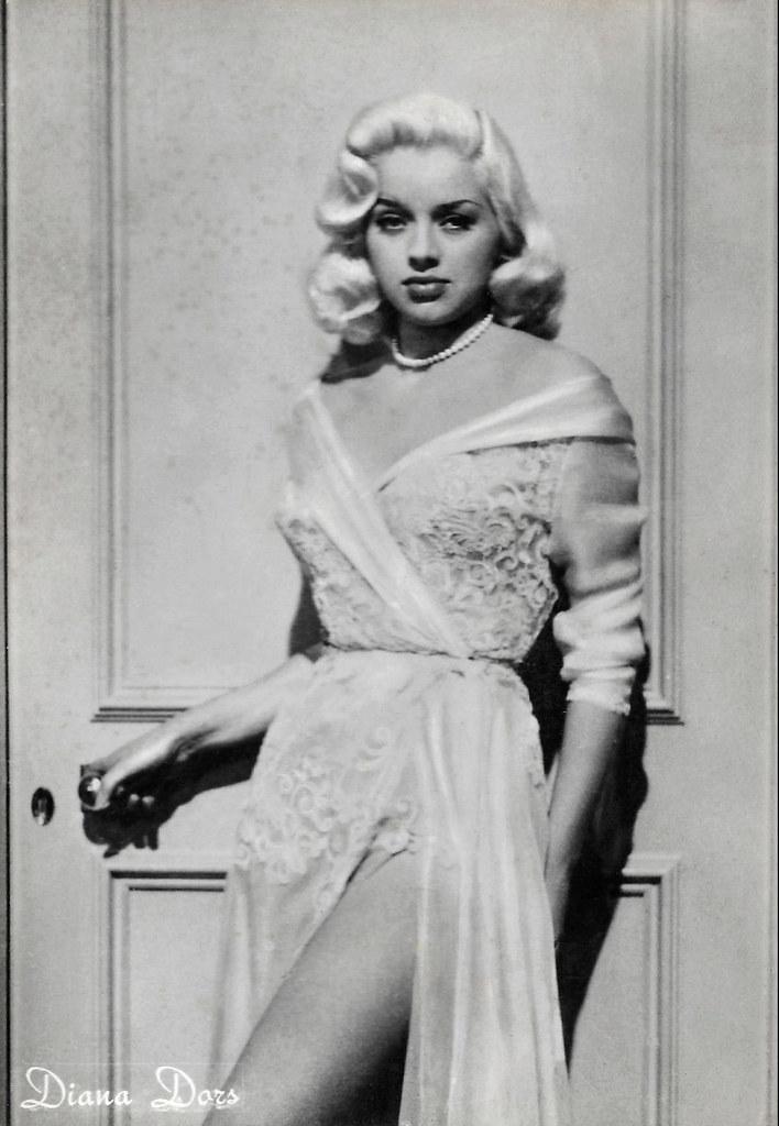 Diana Dors   Italian postcard by Rotalfoto, Milano, no. 536.…   Flickr 87a537b709
