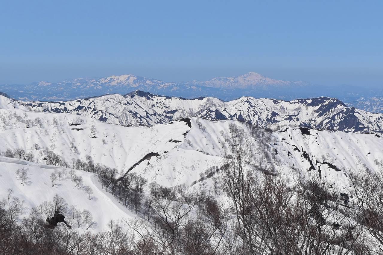 残雪の米山