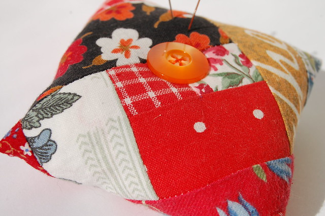 Red Log Cabin Pincushion quilted and sewn by iHanna, Sweden