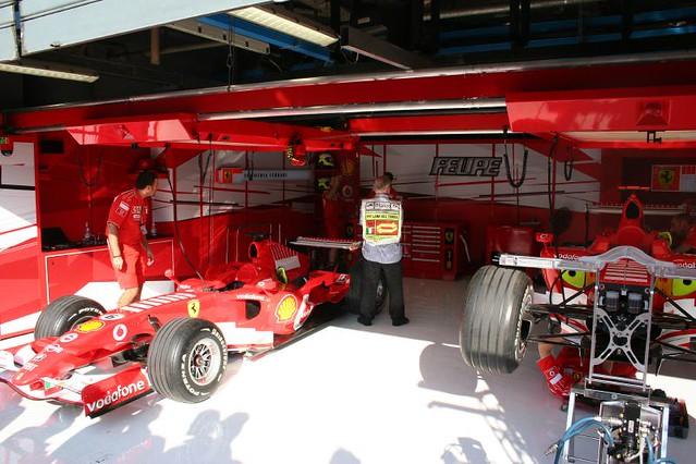 Ferrari f1 pit garage mikemcmurray flickr for Garage ferrari charnecles