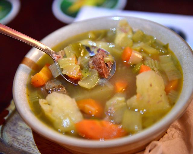 Sopa de carne de cordero con verduras