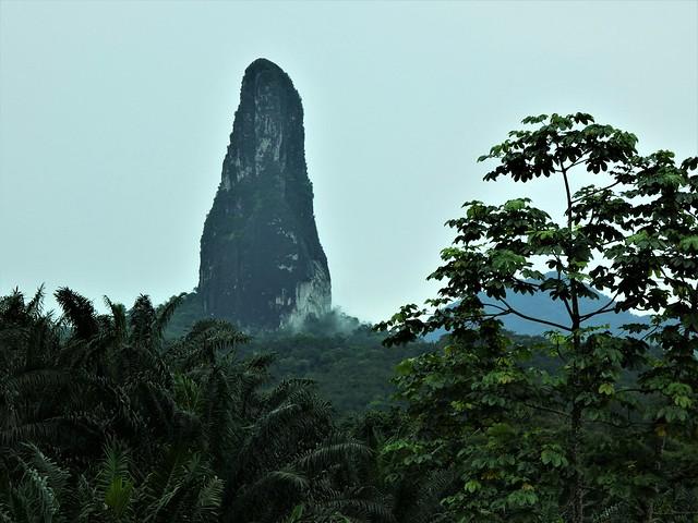 Cao Grande, chimenea volcánica de la isla de Santo Tomé (Santo Tomé y Príncipe)