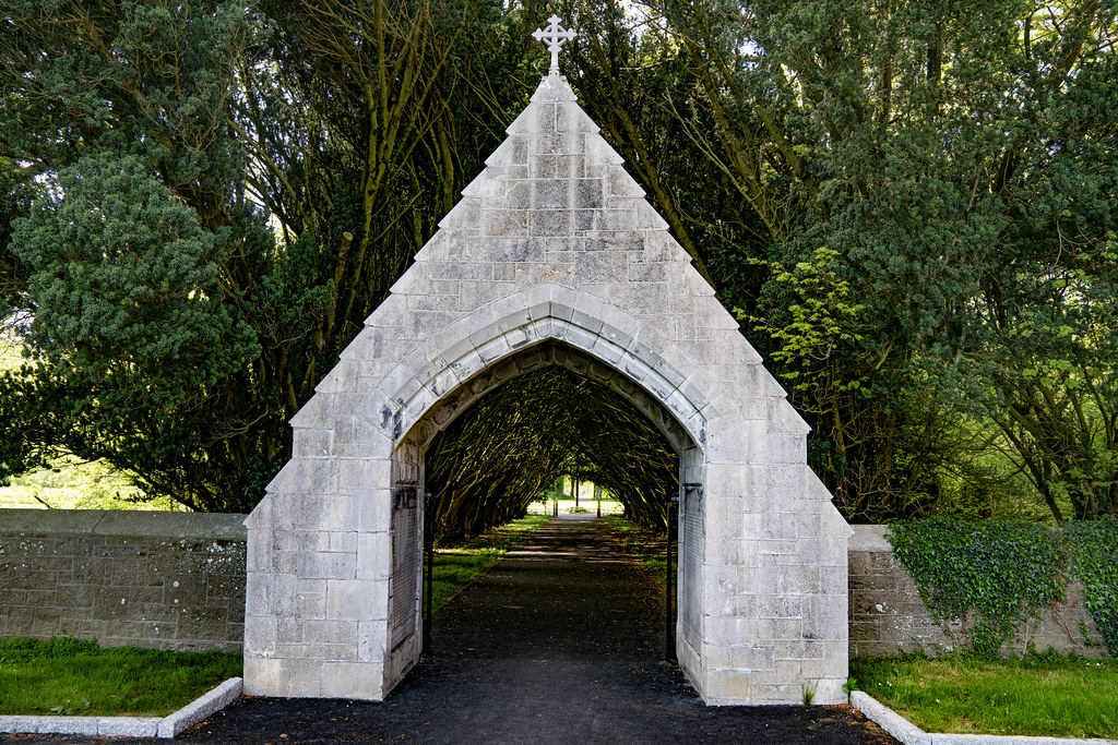 ENTRANCE TO MAYNOOTH COLLEGE CEMETERY 004