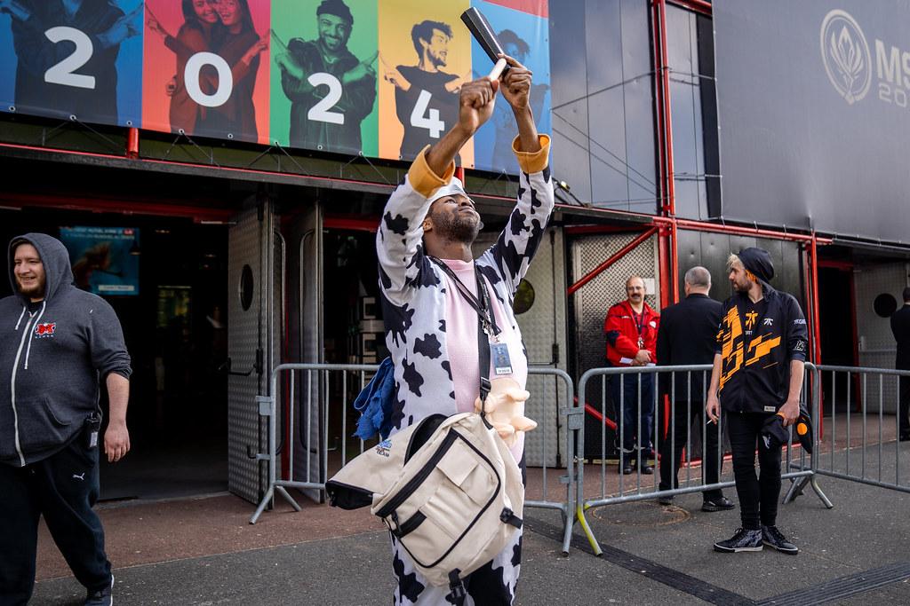 ... MOO COW ALISTAR COSPLAY | by lolesports