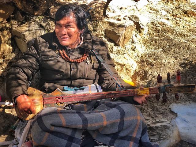 Cantante ciego en Shigatse (Tíbet)