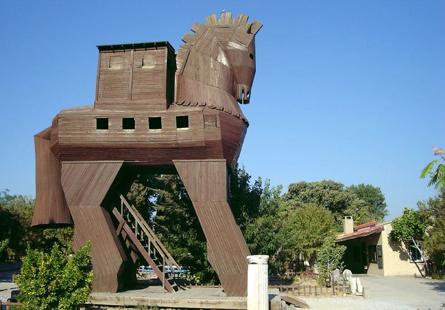 Trojan horse 1 a replica of the trojan horse at the site simon hooks flickr - La maison trojan melbourne ...