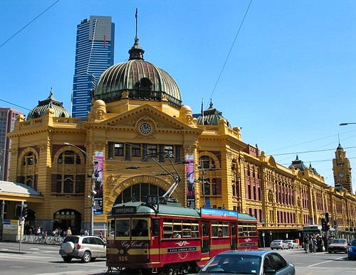 flinders street station melbourne the golden face of. Black Bedroom Furniture Sets. Home Design Ideas