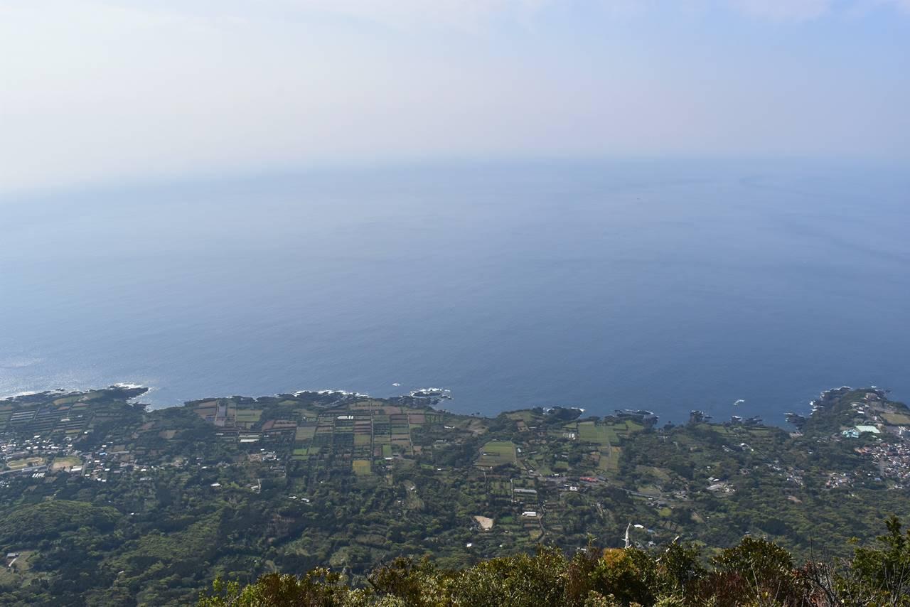 モッチョム岳山頂からの海の展望