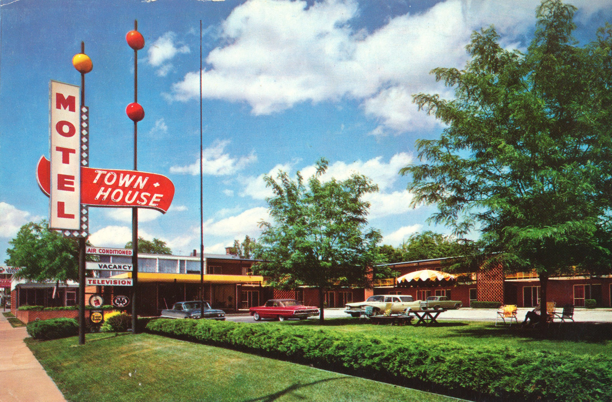 Town House Motel - 400 South Illinois Street, Belleville, Illinois U.S.A. - 1960's