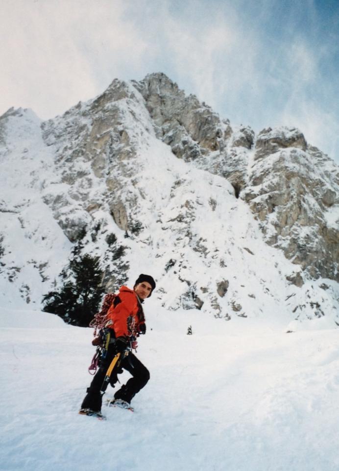 Γκούρα 2003
