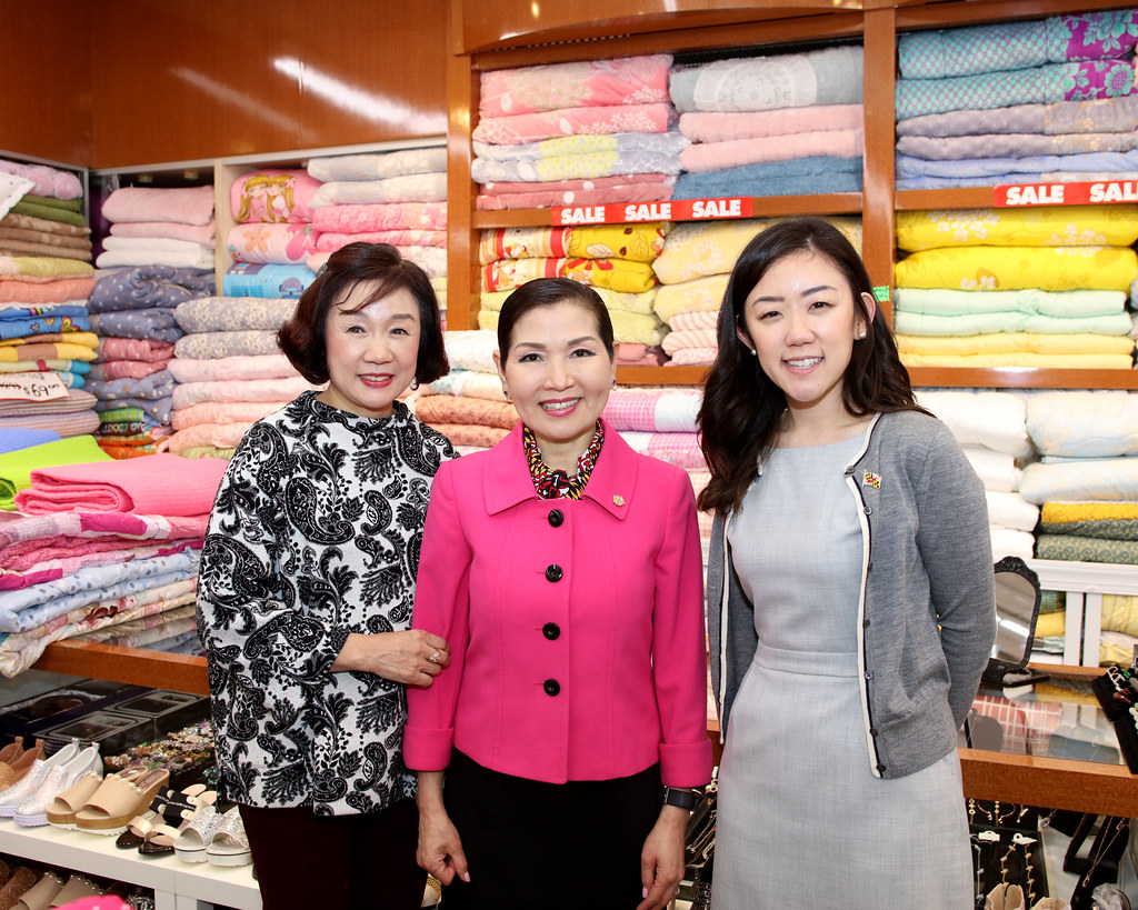 Lotte Plaza Visit First Lady Yumi Hogan Meets And Greets G Flickr