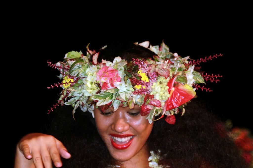 Couronne De Fleurs Pour Une Danse Tahitienne La Soiree Mer Flickr
