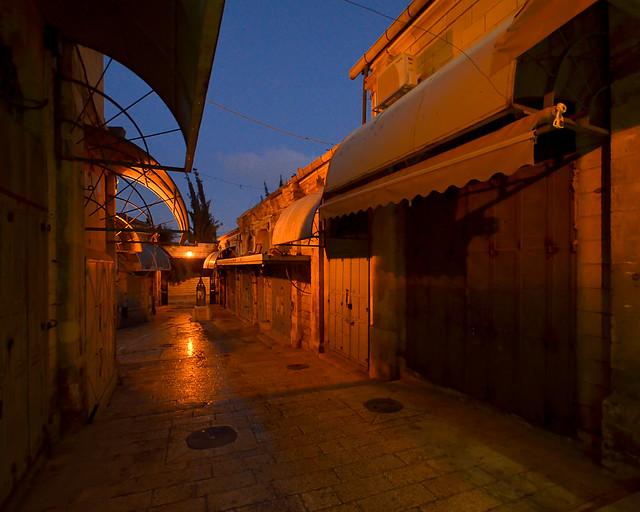 Hora mágica en los zocos cerrados de Jerusalén